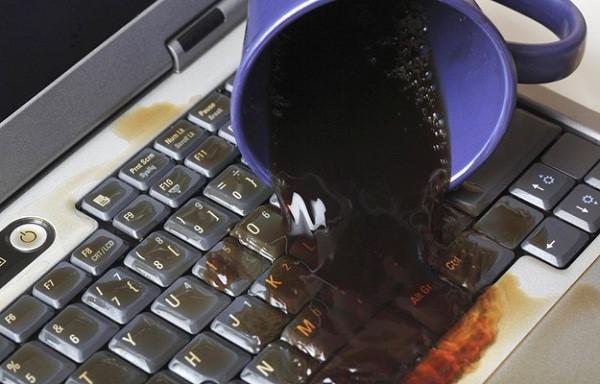 Máy tính bị đổ nước và cách khắc phục